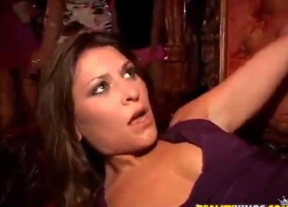 Красивый секс в ночном клубе видео веб камера стриптиз клуб