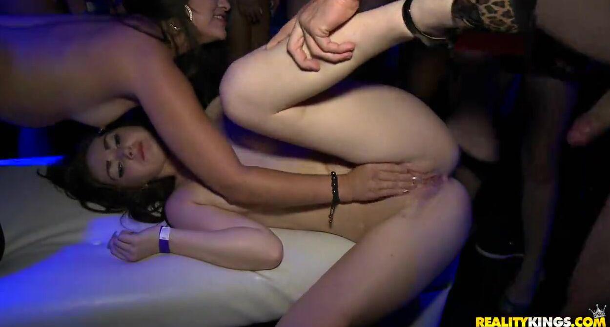 Девушки вы трахались в клубе ночном ночные клубы в лондона