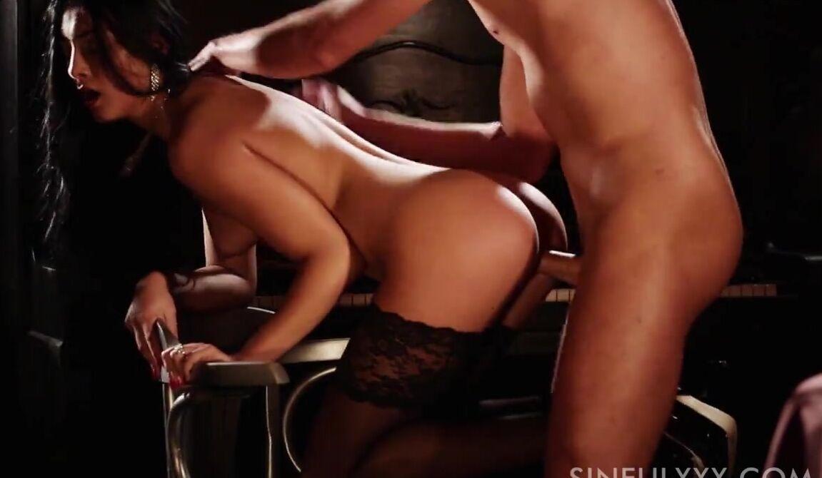 Порно с сексуальными телочками фото