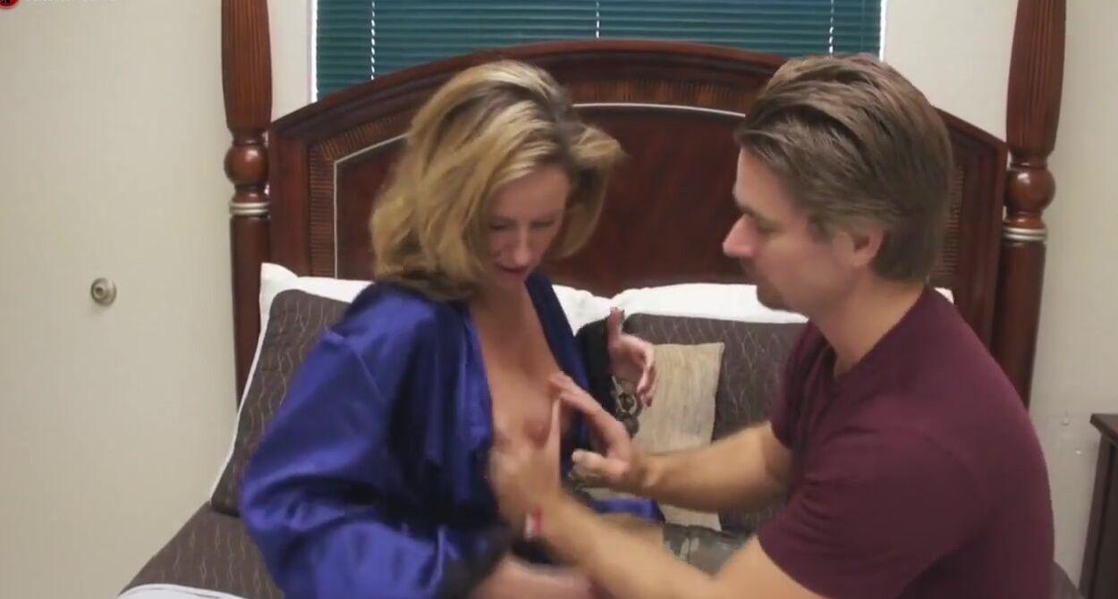 Обучает Парня Порно