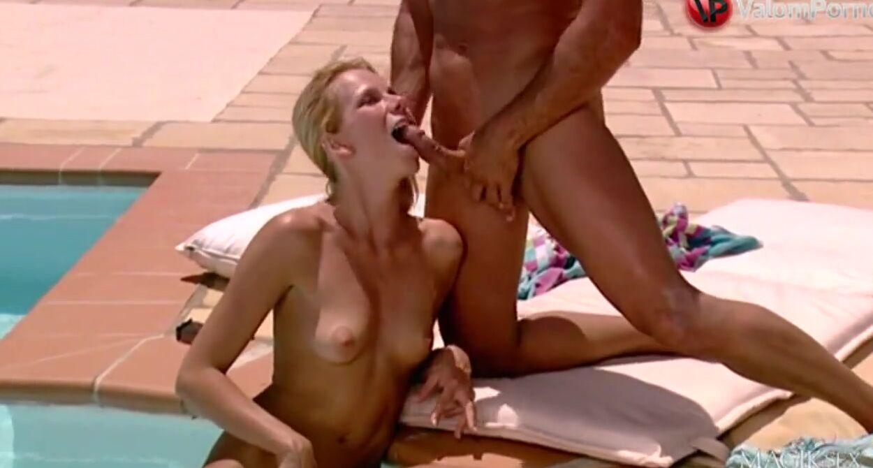 Порно Видео Блондинка В Бассейне